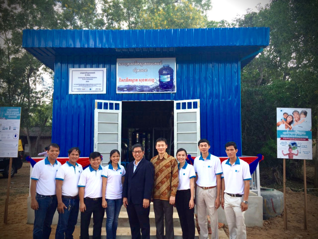 Singapore Ambassador to the Kingdom of Cambodia, Mr. Michael Tan, with Lien AID Chairman Mr. Michael Sim and Lien AID staff in front of the water treatment plant.