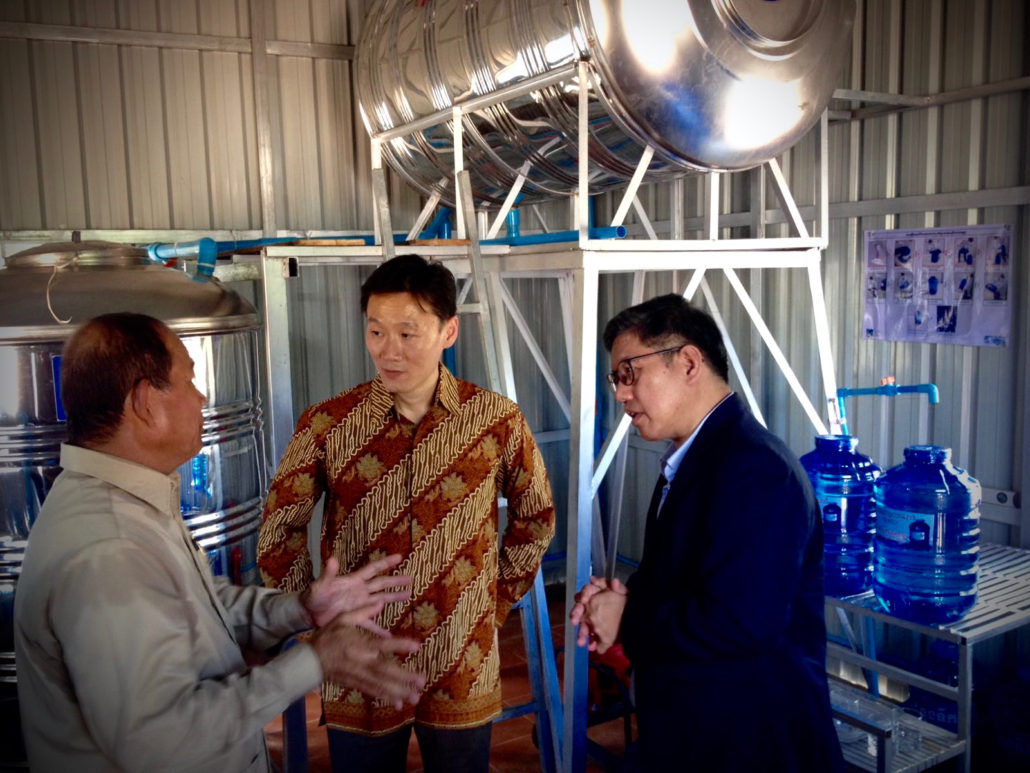 Singapore Ambassador to the Kingdom of Cambodia, Mr. Michael Tan speaks with Lien AID Chairman Mr. Michael Sim and Cambodia Minister of Rural Development, His Excellency Dr. Ouk Rabun inside the CWE water treatment plant.